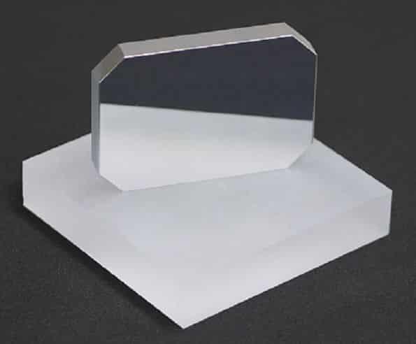 miroir-optique-sur-bloc-de-silice.jpg