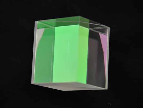 Adherence-moleculaire-sur-coating.-Cube-realise-a-laide-de-notre-Goniometre-Interferometrique.-Photonique.-optique-de-precision-OTeO-Optics-.jpg